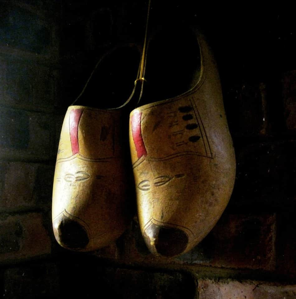 Are Clogs a Foot Healthy Choice